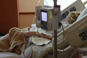 Image illustrates a person in hospital. I had a chemotherapy during my cancer treatment.
